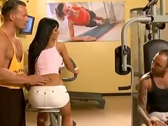 Perverted Brunette Has Anal Sex At The Gym In A Wild Threesome