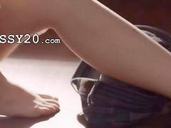 stunnigly babe rubbing snatch on a floor