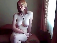 Busty redhead amateur jerks dong