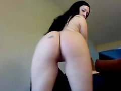 Naked Brunette Naomy Waters Shaking Her Bum in Camera