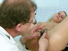 Espéculo - Blonde Tina getting pussy speculum examined by gyno Doctor