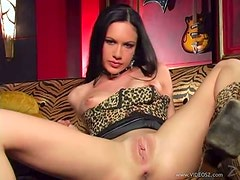 Exquisite Brunette Babe Taylor Rain Crams a Dildo Up Her Pussy and Ass