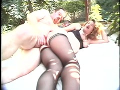 Outdoors Sex With Pregnant Babe in Stockings
