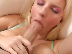 Haley Cummings wraps her lips round this thick shaft