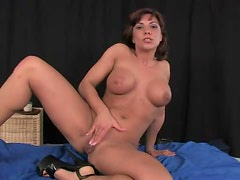 Very horny milf shoving a massive dildo in her wet cunt