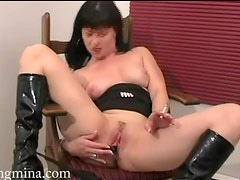 Babe in leather boots smokes and masturbates