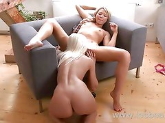 Lesbea HD Sliding a thick dildo into tight pussy