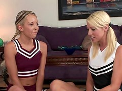 Teen cheerleaders in lesbian thresome