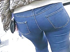Hot milf in tight jeans