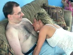 Nerdy older guy blown by young hottie
