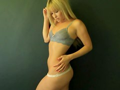 Aubrey Evans the Cool & Confident Nude Blonde Poses On Cam