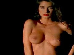 Chic And Eye Catching Christina Leardini Loves Being A Nude Model