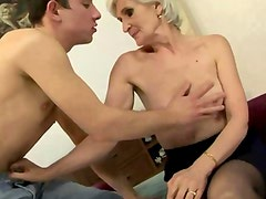 Mature amateur granny sucking cock then gets her pussy sucked