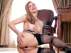 Glamour babe Candle Boxxx penetrating her pussy with her dildo