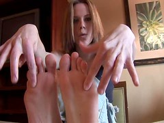 Hot biatch Cali very sexy feet close up action