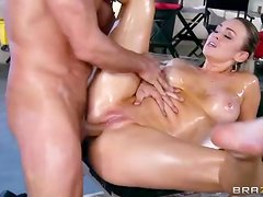 Masaje - Sexy oil massage ends with Abbey Brooks fucking