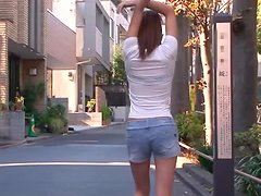 Super Cute Japanese Babe Gives A Sweet Blowjob