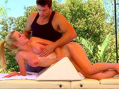 Fake tits Jessie Rogers fucked after massage
