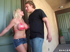 Busty Savanah Gold gets fucked hard after washing a car