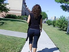Candid Teen Ass in Yoga Pants