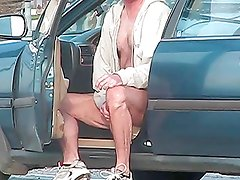 Str8 dude jacking off in his car