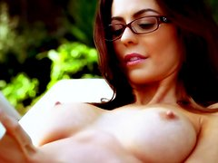 Audrey Nicole gets naked and impresses your sexual imaginations