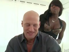 Hot foreplay with a gorgeous black chick
