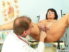 Fat mature loves exams with her doctor