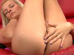 Jessie Jizz the adorable blonde girl shows her hot body at the casting