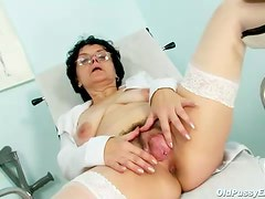 Mature granny in glasses masturbates