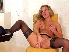 Kennedy Leigh shows her gorgeous body and plays alone