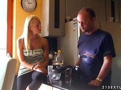Conversación - Two blonde porn stars talk to each other sitting on the sofa
