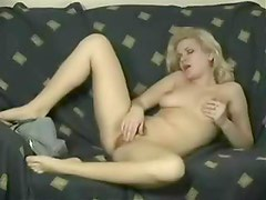 Blonde fingers her wet hairy box