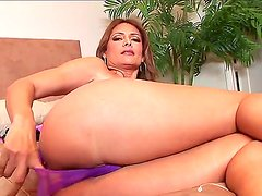 Arousing turned on experienced brunette milf