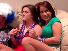 Cammie Fox and Hayley Hanes is making blowjob