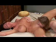 Deauxma squirts like crazy during lesbian sex
