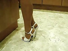 HOUSEWIFE TEASE IN NYLONS AND HIGH HEELS