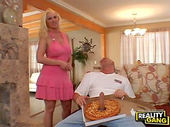 Pizza boy blown by babe in pink dress