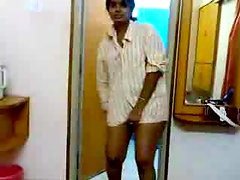 Naughty Indian girl shows her legs in homemade video