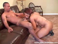 Wide booty on a black chick sucking hard dick