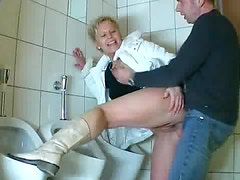Amateur mature comes into bathroom and sucks cock
