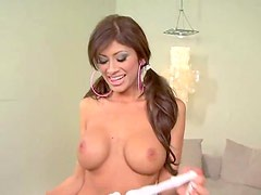 Awesomely hot Lisa Daniels gives a lap dance