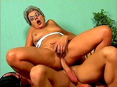 Bitchie nympho Mrs Jones likes riding a stiff fresh cock for orgasm