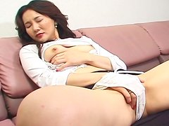 Japanese demoness mom Arisa Matsumoto wanks on a couch