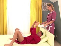 Culo - Sexy maid Daria brings coffee and gives blowjob early in the morning