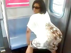 Caramel kitten-twerking on the subway
