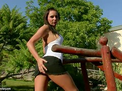 brunette hottie fingers herself outdoors