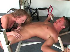 Hot babe Leighlani Red makes a perfect blowjob