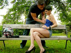 Leggy girl Brabra gives blowjob in the park
