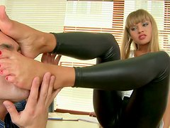 Seductive  miss Willa gets her  feet licked and gives foot job